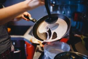 Crepe in Bratpfanne zubereiten