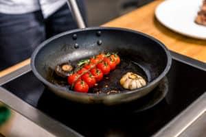 Tomaten in Bratpfanne