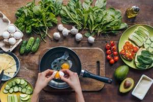 Eierspeise in Pfanne zubereiten