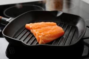 Fisch in Induktionspfanne