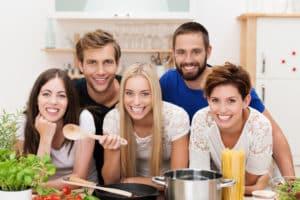 Gemeinsames Kochen unter Freunden