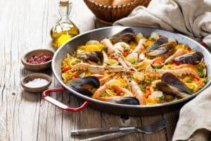 Spanische Paella in Pfanne