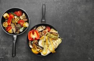 Gegrilltes Gemüse in Pfanne