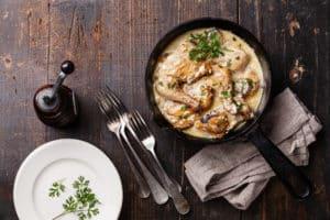 Leckeres Abendessen in Gusseisenpfanne